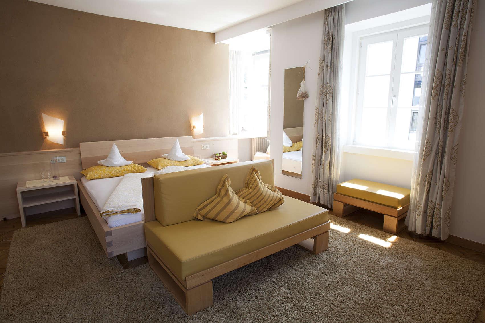 Doppelzimmer mit balkon naturholz design zimmer hotel for Hotel meran design